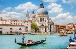 Venice-city-in-Italy-and-ship